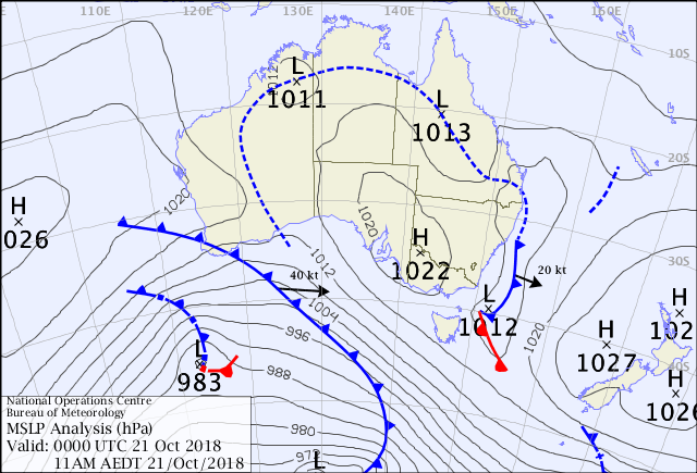 Mean sea-level pressure chart (weather map) from 21 October 2018, showing a horseshoe-shaped low pressure trough, with the curved top of it running across the Top End.